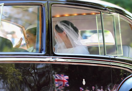 WINDSOR, ENGLAND - MAY 19: Meghan Markle (R) with her mother Doria Ragland arrive at Windsor Castle ahead of her wedding to Prince Harry on May 19, 2018 in Windsor, England. Prince Henry Charles Albert David of Wales marries Ms. Meghan Markle in a service at St George's Chapel inside the grounds of Windsor Castle. Among the guests were 2200 members of the public, the royal family and Ms. Markle's Mother Doria Ragland. (Photo by Mark R. Milan/GC Images)